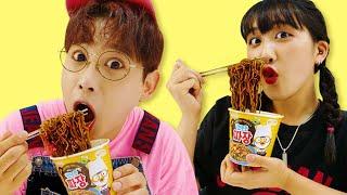 뽀로로 짜장면 놀이터 먹방 놀이 Pororo Black Noodle Pretend Play For Kids & Children Playground | MariAndKids