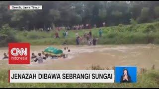 Viral! Jenazah Dibawa Sebrangi Sungai Arus Deras