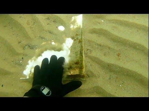 Denizde altın arama.treasure