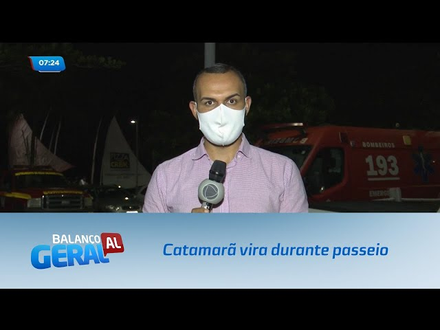 Susto: Catamarã vira durante passeio na Barra de Santo Antônio