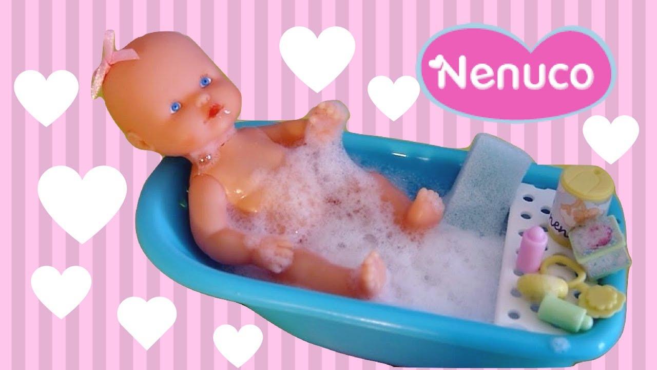 Poupon Nenuco Bebe Bain Et Accessoires Le Bebe Prend Le Biberon