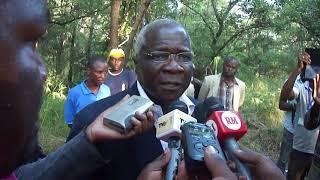Presidente Afonso Dhlakama nas Margens do rio Nhaduwe, Gorongosa