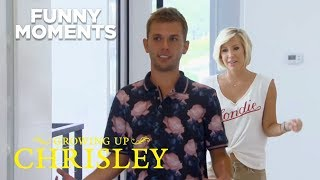 Growing Up Chrisley | S1 Ep3: Chase & Savannah Check Out Their New Pad | Chrisley Knows Best