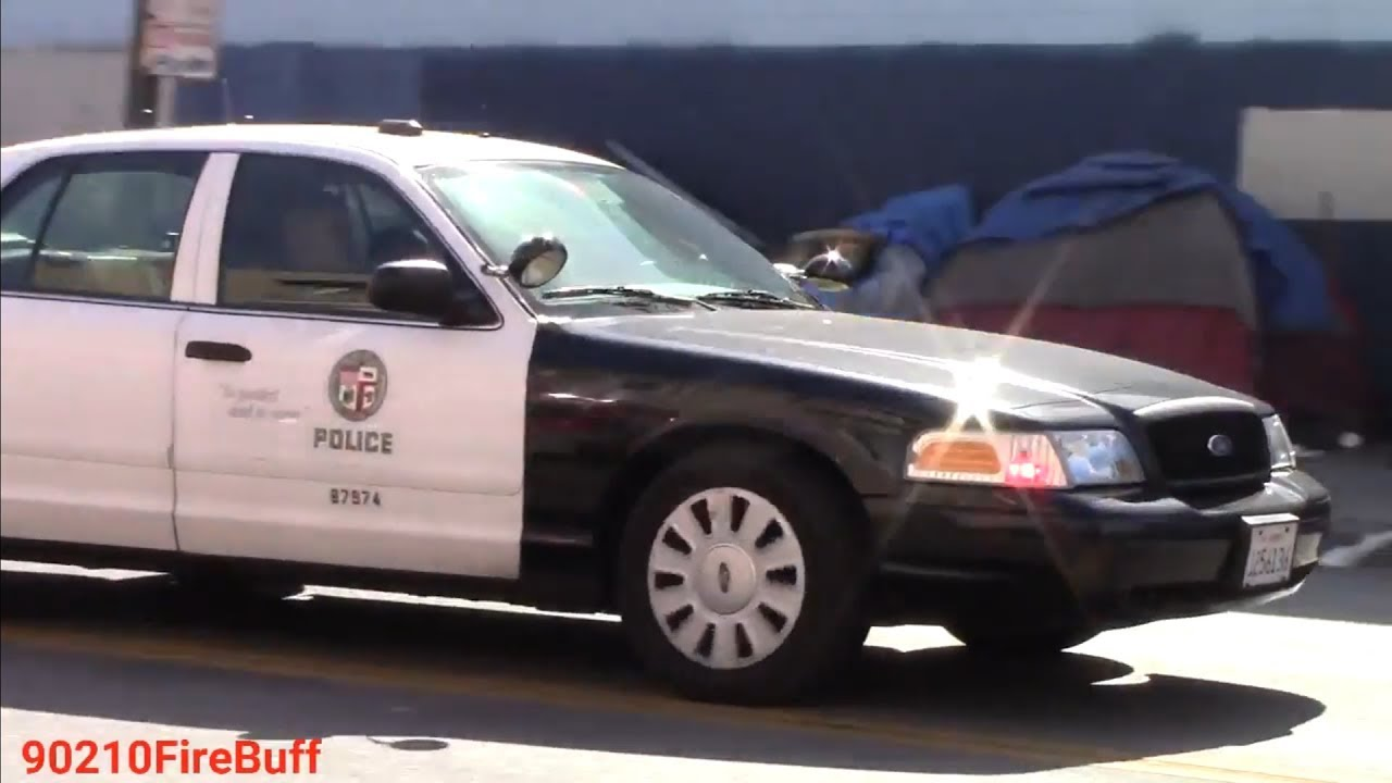 LAPD Central Units Responding Code 3 in Skid Row