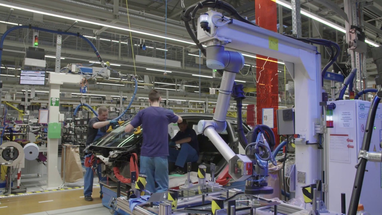 """Digitalization in Production at BMW Group Plant Leipzig Human-Robot  Collaboration """"Glass bonding"""" - YouTube"""