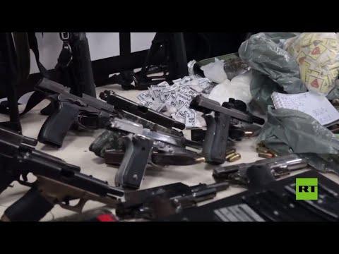 الشرطة البرازيلية تظهر الأسلحة التي تم ضبطها خلال العملية الدموية في ريو دي جانيرو  - نشر قبل 2 ساعة