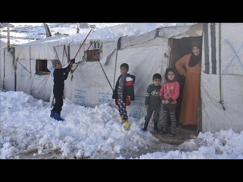 بين صقيع البرد وحمى كورونا.. اللاجئون السوريون في لبنان غارقون ويستغيثون  - 16:58-2021 / 1 / 22
