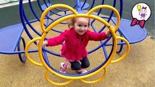 Гуляем и играем на новой детской площадке. Саша девочка катается на горках  качелях качалках