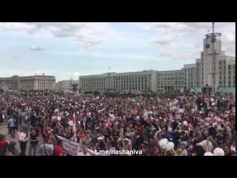 У Мінську тисячі людей вийшли до Будинку Уряду 14 серпня