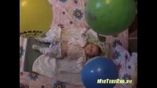 Ребенок 2 месяца. Играем с воздушными шариками.(Ребенок 2 месяца - игрушки http://igra.mirteberad.ru/ Для развития ребенка в 2 месяца я использовала веселую игру с возду..., 2013-04-30T03:21:56.000Z)