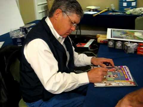 Tom Seaver Signs for The SI KING  11-12-11
