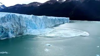 Massive wall of ice falls from glacier causing a tsunami-like wave - in HD thumbnail