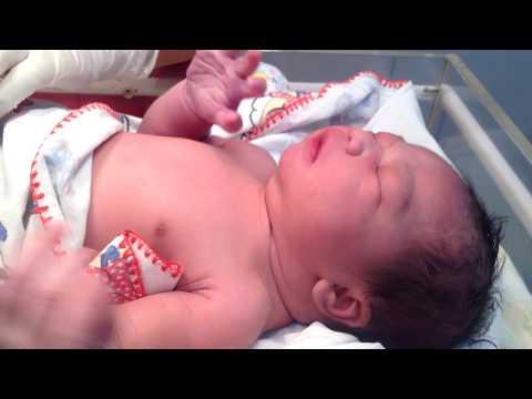 adzani anak yang baru lahir telinga kanan iqomah telinga kiri