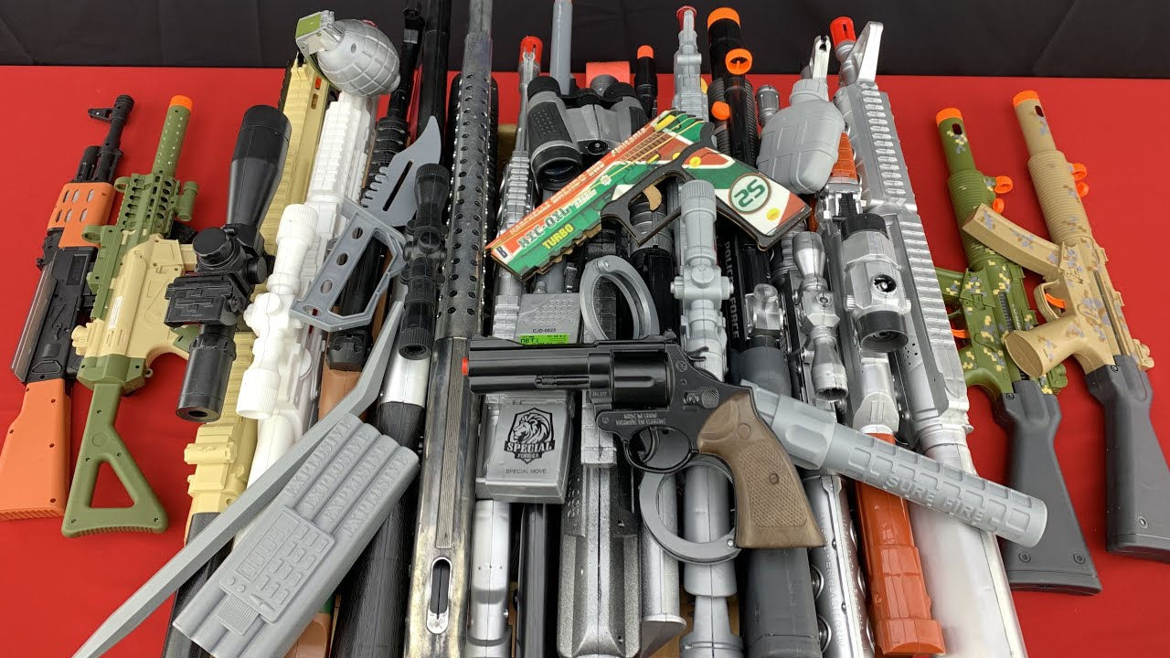 Realistic Toy Weapons ! A Box Full Of Toys - Assault and Sniper Rifles - AK-47 Kalashnikov, Revolver