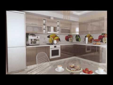 Современный интерьер кухни цвета кофе с молоком с глянцевыми фасадами