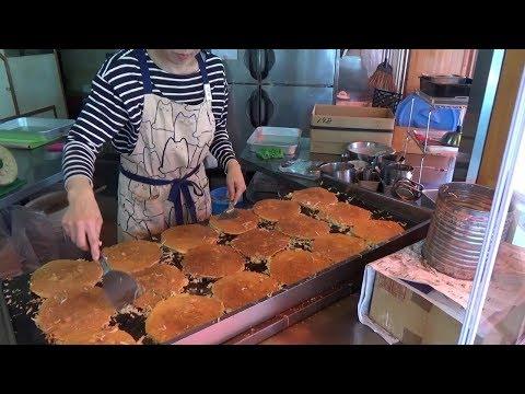 Japanese Street Food - OKONOMIYAKI OBANYAKI