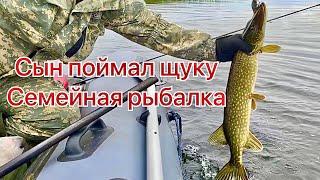 ЩУКА Сын поймал ЩУКУ Ищем рыбу ЭХОЛОТОМ DEEPER Рыбалка с семьей Хорошие окуни в озере Карелии