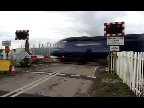 Level crossing, Ufton Nervet