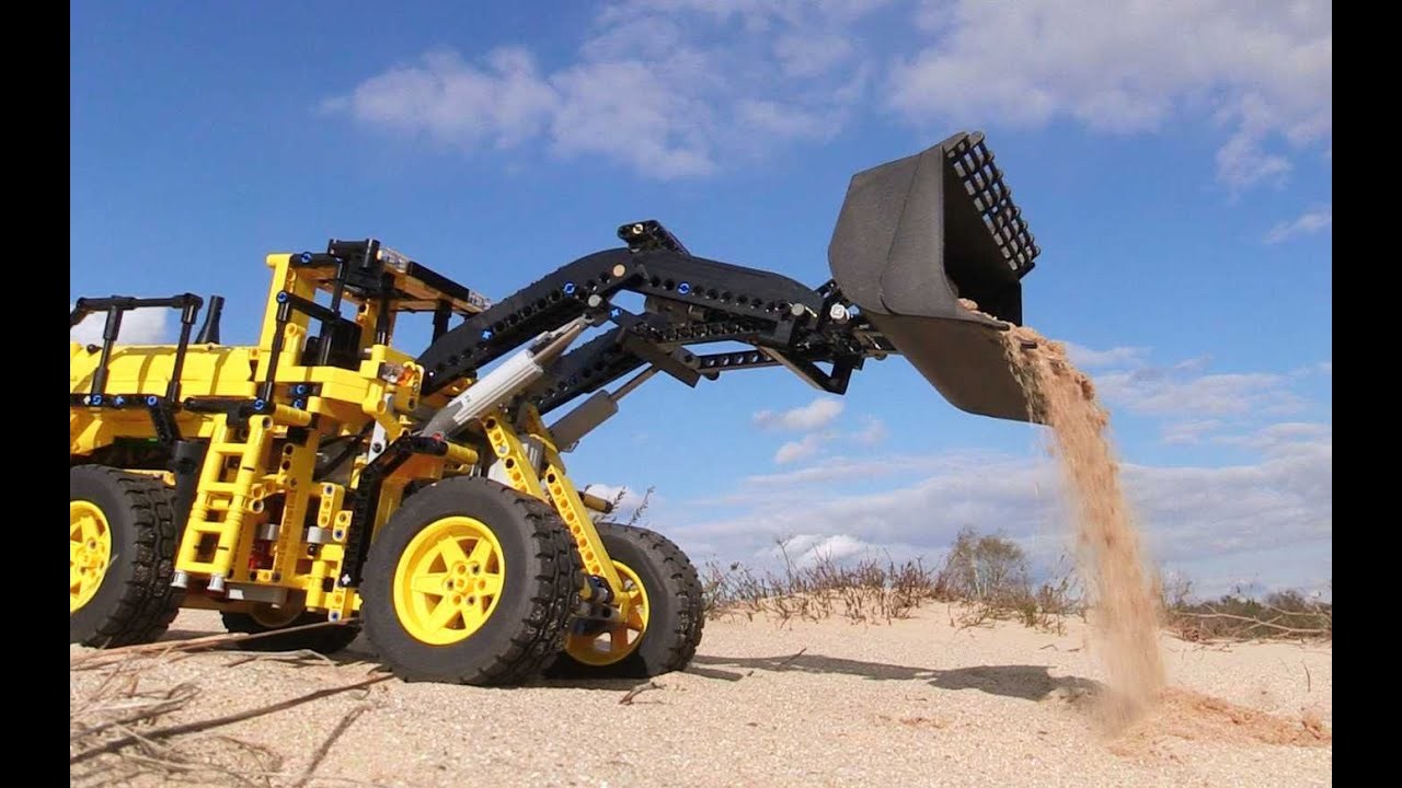 lego volvo loader in action lego technic 42030 volvo. Black Bedroom Furniture Sets. Home Design Ideas
