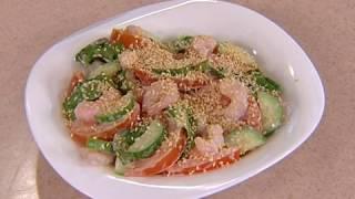 Рецепт: салат с креветками и кунжутом. GuberniaTV