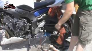 Jak zvednout motorku na servisni stojan a cisteni retezu s pripravkem Kettenmax