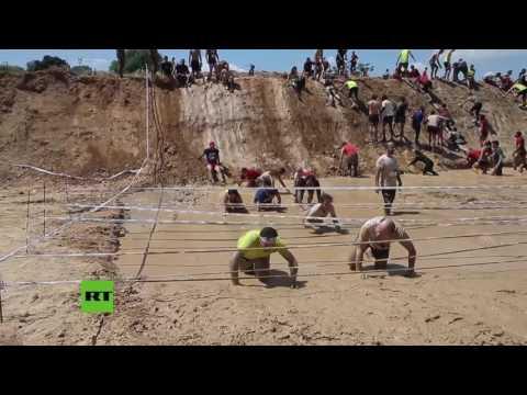 la-carrera-de-obstáculos-sobre-el-lodo-en-españa