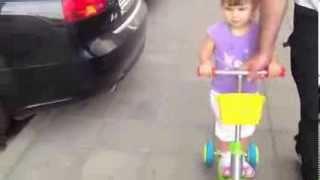 Маленькая девочка знает все названия иномарок.(, 2013-12-07T15:55:39.000Z)