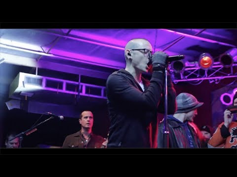 Chester Bennington performs Sex Type Thing (LIVE) with STP for fans before STL show