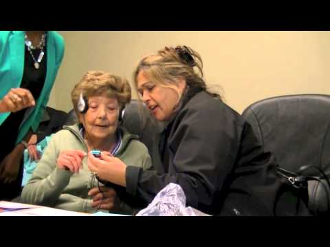 Alzheimer Society of Toronto: iPod clinic with family caregivers