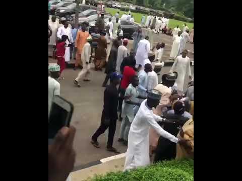 Zamfara: APC And PDP Youths Exchange Blows Inside Supreme Court Premises (Watch Video)