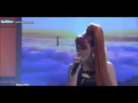 Hande Yener - Cambaz (Kral Pop Akustik - Canlı Performans)