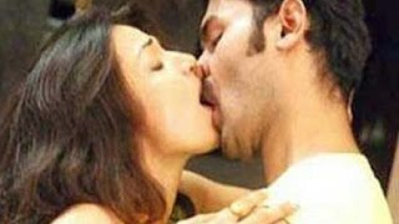 Shocking Tamanna Bhatia Lip Lock Kiss Latest Video - YouTube