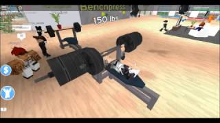 GETTING BIG IN ROBLOX!! /ROBLOX FITNESS CENTER