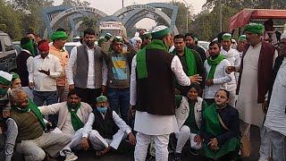 Farm bills: Farmers gather at Delhi-Noida border, stage protest
