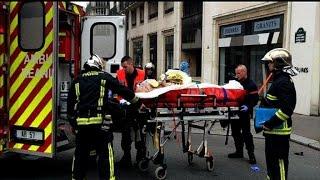 Evacuation de blessés après la fusillade contre Charlie Hebdo