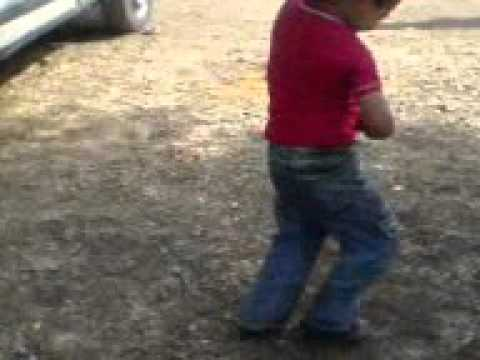 طفل يرقص على أغنية سطايفية روعة thumbnail