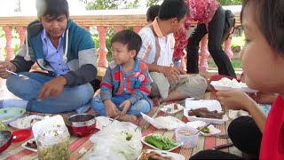 Lunch Break At Neakta Klang Moeung Pagoda, Bakan District, Pursat Province