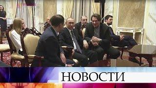 Владимир Путин посмотрел фильм «Викинг» ивстретился сосъемочной группой.
