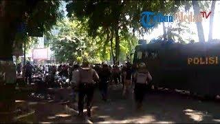 Download Video Bentrok Massa Pro dan Kontra Jokowi Meluas, Polisi Mulai Tangkapi Demonstran MP3 3GP MP4