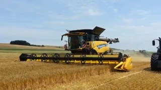 Biggest Combine Big Barley Hervest New Holland CR 10.90  12,5 m Varifeed + 5 x Fendt
