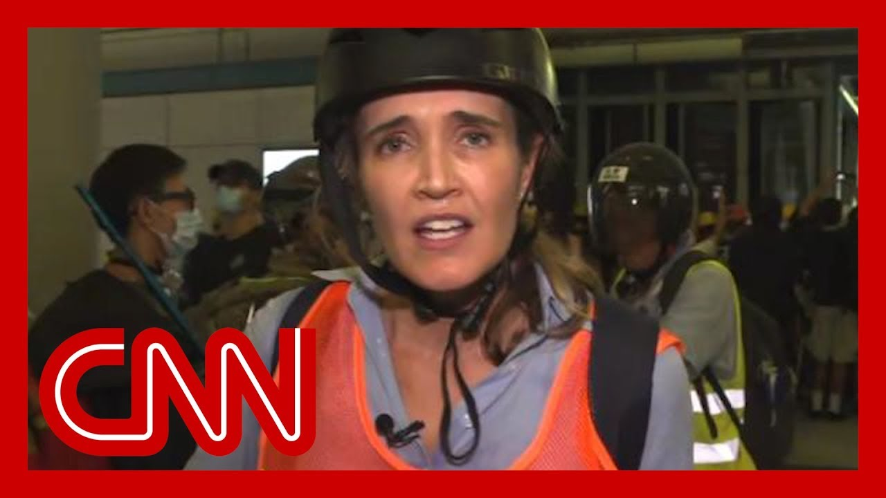 CNN reporter describes 'chaos' as riot police charge protesters