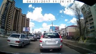 В Воронеже пассажир выпал из такси