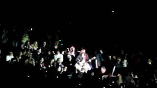 30 Seconds to mars mit Hurricane/Revenge - Jared singt im Publikum - 06.03.2010 in Düsseldorf