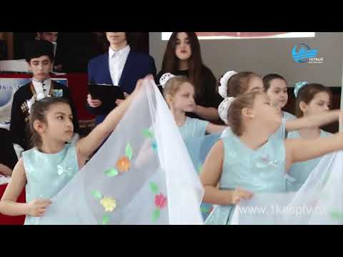 Колоритные костюмы, необычные угощения и завораживающая атмосфера! Конкурс «Все –  мы Россия!» собрал представителей всех образовательных учреждений Каспийска в школе №4