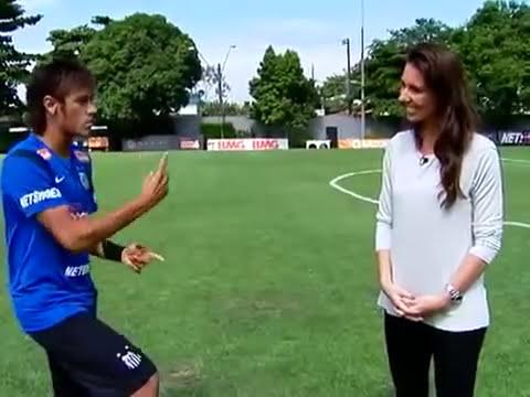 Neymar vs Lucas Moura      Explicacion de sus mejores regates: En este video Neymar y Lucas ejercen de profesores para explicarnos sus regates. Suscribirse!