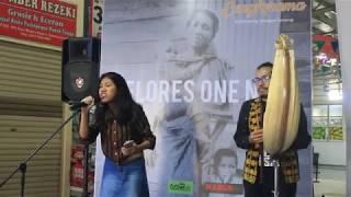 Bikin Baper!!! Suara Merdu Nona Flores Menyanyikan lagu You Are The Reason Diiringi Sasando!