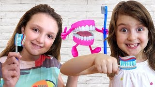 Kids plaing with Doctor Drill Play Doh Teeth Dentist playset