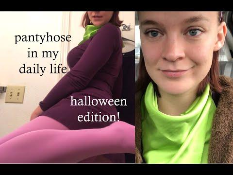 Pantyhose in my daily life- as Daphne Blake!