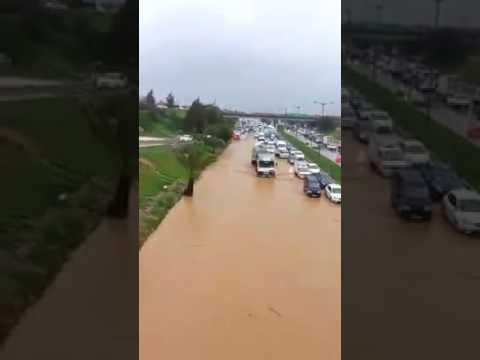 L'autoroute Alger-Blida bloquée par des inondations