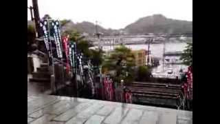 尾美としのりと石田ひかりのシーン。 線路の下をくぐる階段も味がありま...